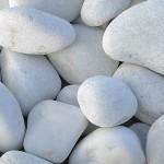 Bolos de piedra blanco
